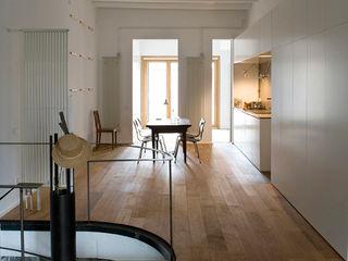 Reforma de vivienda en el Poblenou. Barcelona manrique planas arquitectes Cocinas de estilo escandinavo