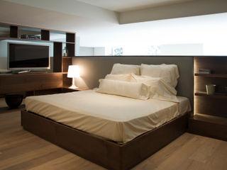 Basch Arquitectos BedroomBeds & headboards Wood Grey