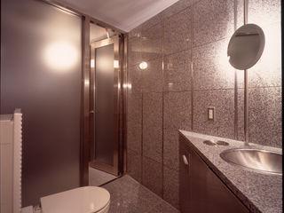 Guen BERTHEAU-SUZUKI Co.,Ltd. Modern bathroom