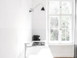 House near Berlin Loft Kolasinski Scandinavische keukens Steen Wit