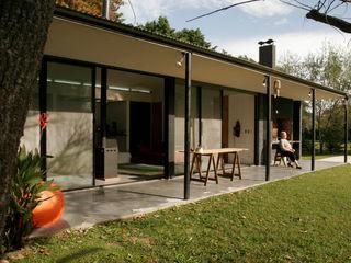 IR arquitectura Jardins modernos Metal Preto