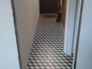 Den Ouden Tegel カントリースタイルの 玄関&廊下&階段 タイル