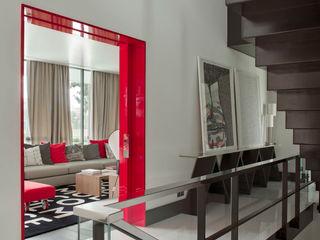 SA&V - SAARANHA&VASCONCELOS Pasillos, vestíbulos y escaleras de estilo moderno