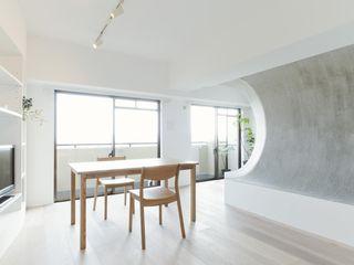 ディンプル建築設計事務所 Soggiorno moderno Sintetico Bianco