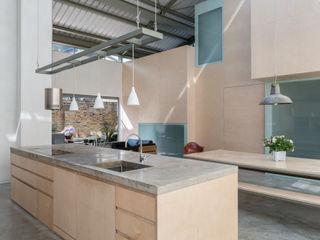 The Workshop Henning Stummel Architects Ltd Cocinas modernas: Ideas, imágenes y decoración
