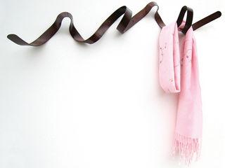 Ribbon Coat Rack HeadSprung Ltd Ingresso, Corridoio & ScalePortabiti & Guardaroba