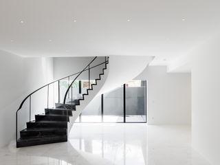 a caixa negra Couloir, entrée, escaliers modernes