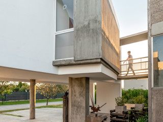 barqs bisio arquitectos Modern houses