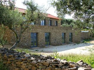 Germano de Castro Pinheiro, Lda Casas de estilo rústico Piedra Acabado en madera