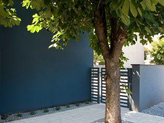Modern Line Paredes y pisos de estilo moderno