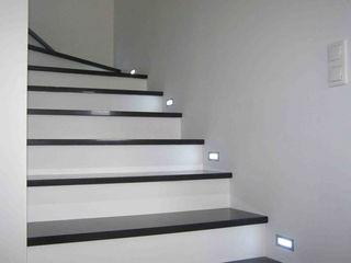 Merkam - Łódź ul. Św. Jerzego 9 玄関&廊下&階段階段 石 黒色