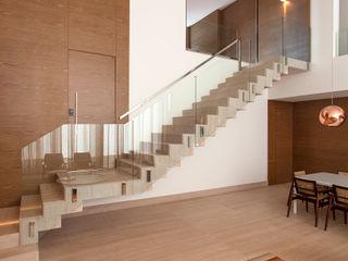 Casa Vila Alpina Márcia Carvalhaes Arquitetura LTDA. Salas de jantar modernas
