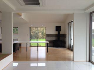 自然と共存する家 合同会社 栗原弘建築設計事務所 ダイニングルームテーブル 木