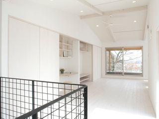 アトリエdoor一級建築士事務所 现代客厅設計點子、靈感 & 圖片 木頭 White