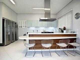 Bianka Mugnatto Design de Interiores Cucina eclettica Legno massello