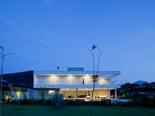 Conrado Ceravolo Arquitetos Casas modernas: Ideas, imágenes y decoración