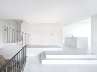 L3P Architekten ETH FH SIA AG Modern corridor, hallway & stairs
