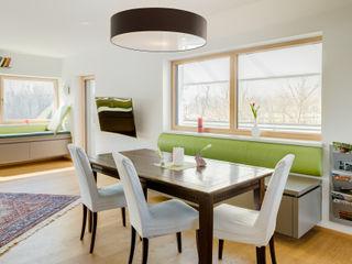 Wohnraum Familie G. Kathameno Interior Design e.U. Moderne Wohnzimmer Grün