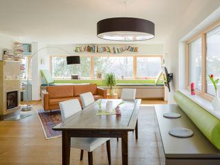 Wohnraum Familie G. Kathameno Interior Design e.U. Moderne Wohnzimmer