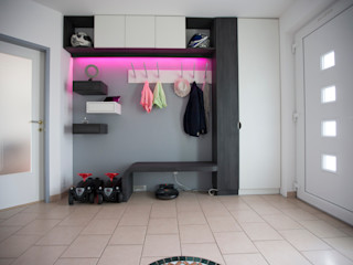 Vorraum Familie R. Kathameno Interior Design e.U. Moderner Flur, Diele & Treppenhaus