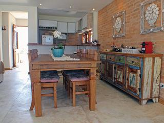 RAC ARQUITETURA Sala da pranzo in stile rustico Laterizio Bianco