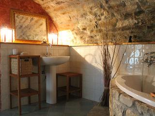 Naro architettura restauro 'Dein Landhaus im Piemont' Rustic style bathroom