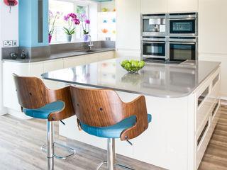Urban Living Kitchen Lisa Melvin Design Cocinas de estilo moderno