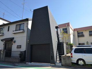 Mountain House 関口太樹+知子建築設計事務所 モダンな 家 石 黒色