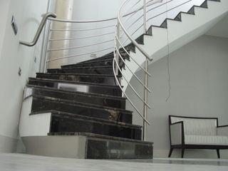 EPG-Arquitécnico Corredores, halls e escadas modernos