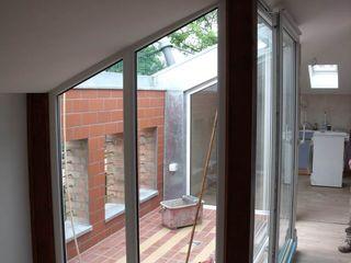 Görer Fliesen und Bau GmbH Classic style balcony, veranda & terrace