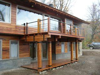Casa Miralejos - San Martin de los Andes Aguirre Arquitectura Patagonica Balcones y terrazas modernos: Ideas, imágenes y decoración Madera
