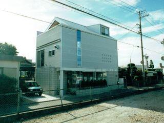 福井建築設計室 Oficinas y tiendas de estilo moderno Aluminio/Cinc Metálico/Plateado