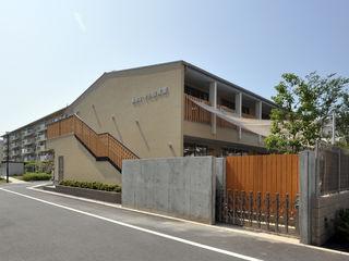 モリモトアトリエ / morimoto atelier Moderne Schulen Holz Braun