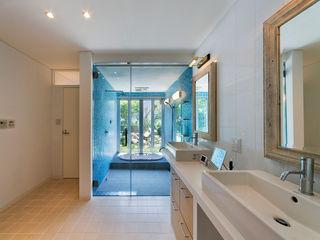 モリモトアトリエ / morimoto atelier Modern Dressing Room Tiles Blue