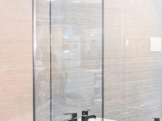 Box wystawienniczy w salonie łazienkowym, Szczecin Sałata-Pracownia Architektury Wnętrz Nowoczesna łazienka