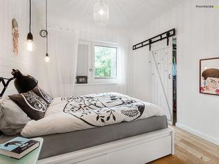 PracowniaPolka Scandinavian style bedroom White