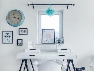 PracowniaPolka Scandinavian style study/office Wood White