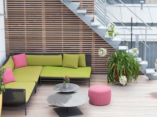 BEGRÜNDER Modern style balcony, porch & terrace