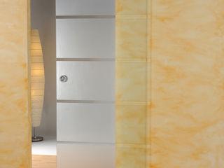 schoener-bauen24.de Salas de estilo moderno Vidrio