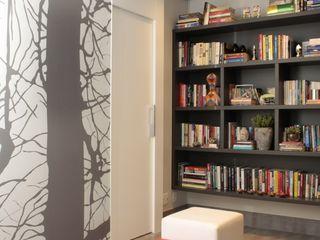 Fernanda Moreira - DESIGN DE INTERIORES Modern corridor, hallway & stairs MDF Grey