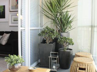 Fernanda Moreira - DESIGN DE INTERIORES Modern balcony, veranda & terrace Bamboo Yellow