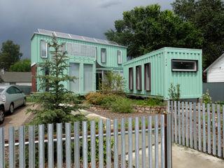 Container home front street view homify Casas de estilo moderno Hierro/Acero