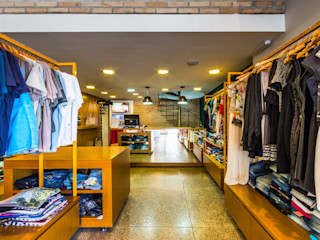 Loja Rouparia Concept - Ribeirão Pires Enzo Sobocinski Arquitetura & Interiores Escritórios modernos Tijolo Multi colorido