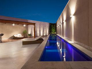 Estela Netto Arquitetura e Design Piscinas de estilo moderno