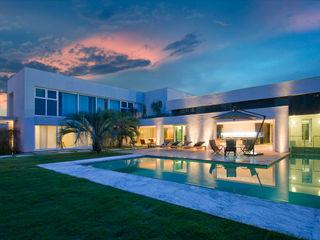 Casa Belvedere Márcia Carvalhaes Arquitetura LTDA. Piscinas modernas