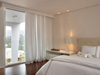 Casa Vila Alpina 02 Márcia Carvalhaes Arquitetura LTDA. Quartos clássicos