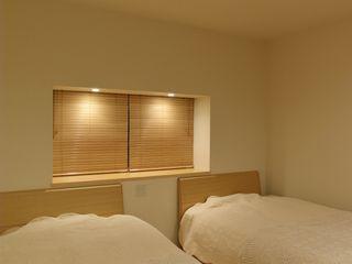 川口孝男建築設計事務所 Modern Bedroom Wood White