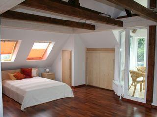 Nischenlösung für ein Schlafzimmer Pentryküche falk-raum-design-systeme Minimalistische Schlafzimmer Holz