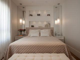 Silvia Romanholi Design de Interiores Modern style bedroom