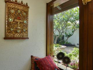Juanapur Farmhouse monica khanna designs Puertas y ventanasVentanas